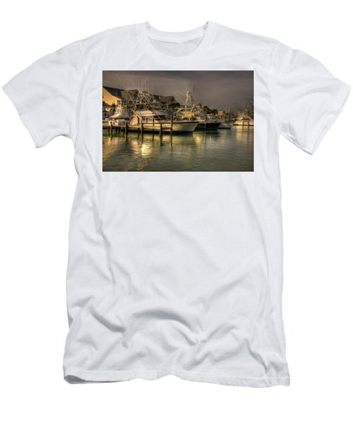 Yachts In Hdr Men's T-Shirt (Athletic Fit)