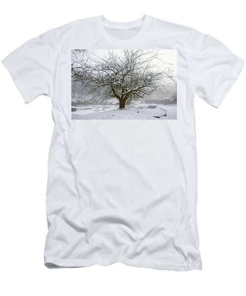 30/01/19  Rivington.  Japanese Pool. Snow Clad Tree. Men's T-Shirt (Athletic Fit)