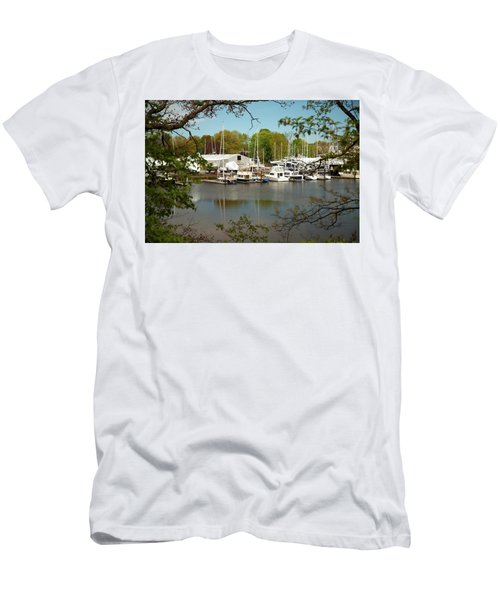 A View Of The Marina Men's T-Shirt (Athletic Fit)