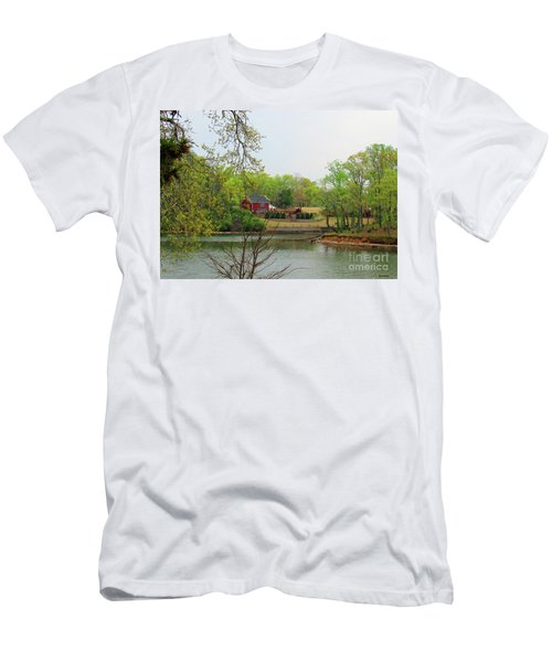 Country Living On The Tennessee River Men's T-Shirt (Athletic Fit)