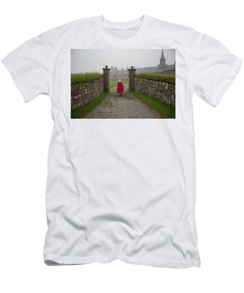Lady In Red - Fortress Louisburg Men's T-Shirt (Athletic Fit)