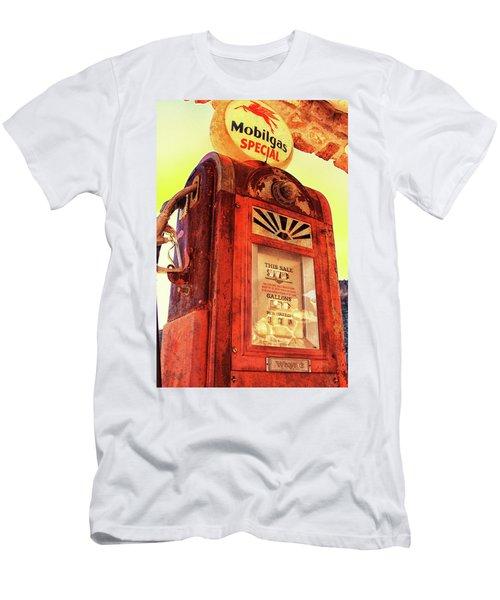 Mobilgas Special - Vintage Wayne Pump Men's T-Shirt (Athletic Fit)