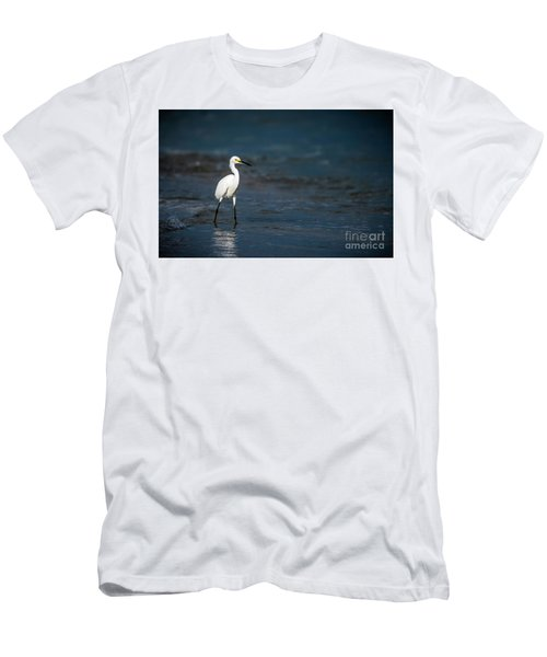Snowy In The Surf Men's T-Shirt (Athletic Fit)
