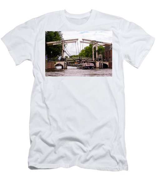 The Skinny Bridge Amsterdam Men's T-Shirt (Athletic Fit)