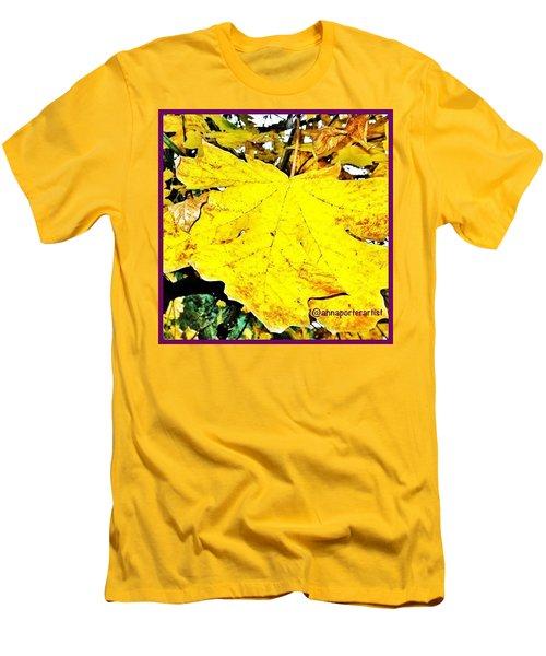 Giant Maple Leaf Men's T-Shirt (Athletic Fit)