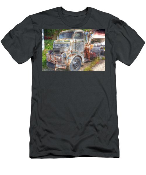 0281 Old Tow Truck Men's T-Shirt (Athletic Fit)