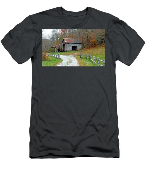 Richland Creek Farm Barn Men's T-Shirt (Athletic Fit)