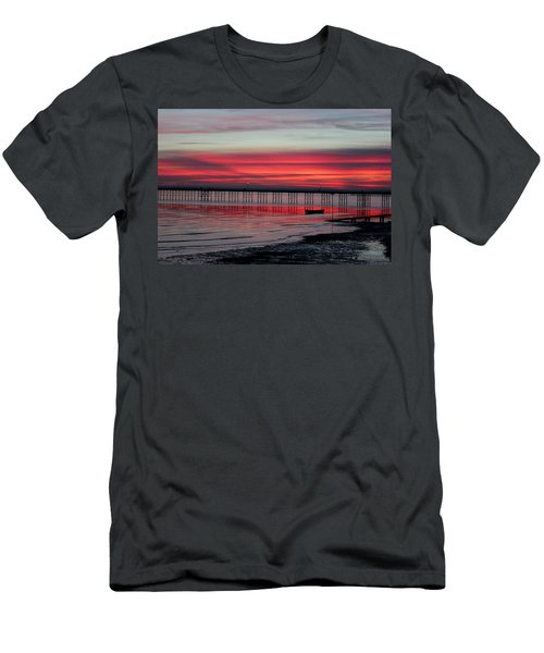 Southend Pier Sunset Men's T-Shirt (Athletic Fit)