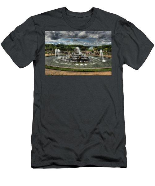 Versailles Fountain Men's T-Shirt (Athletic Fit)
