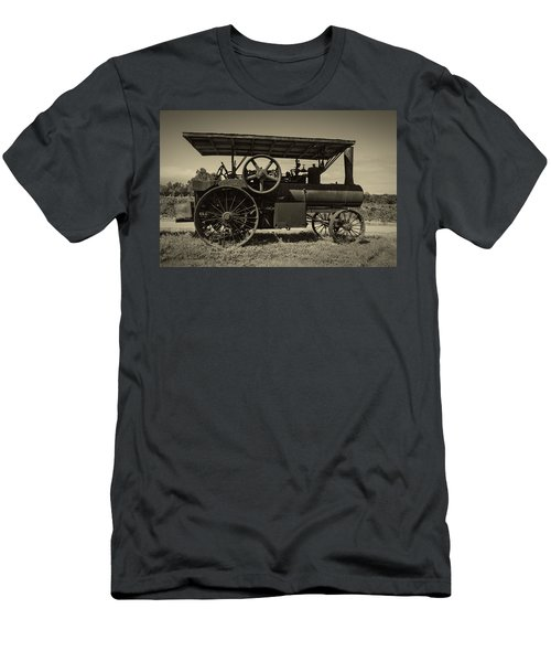 1921 Aultman Taylor Tractor Men's T-Shirt (Athletic Fit)