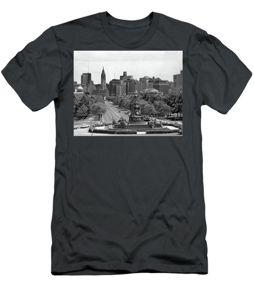 1950s Benjamin Franklin Parkway Looking Men's T-Shirt (Athletic Fit)