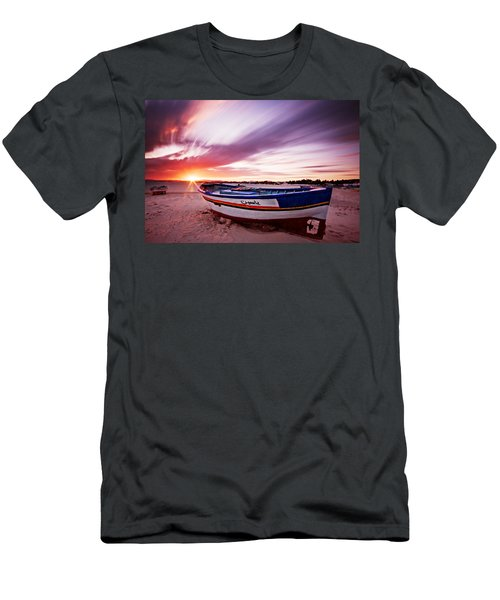 Fishing Boat At Sunset / Tunisia Men's T-Shirt (Athletic Fit)
