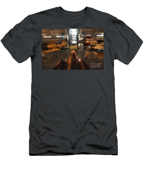 Sr71 Blackbird At The Udvar Hazy Air And Space Museum Men's T-Shirt (Athletic Fit)