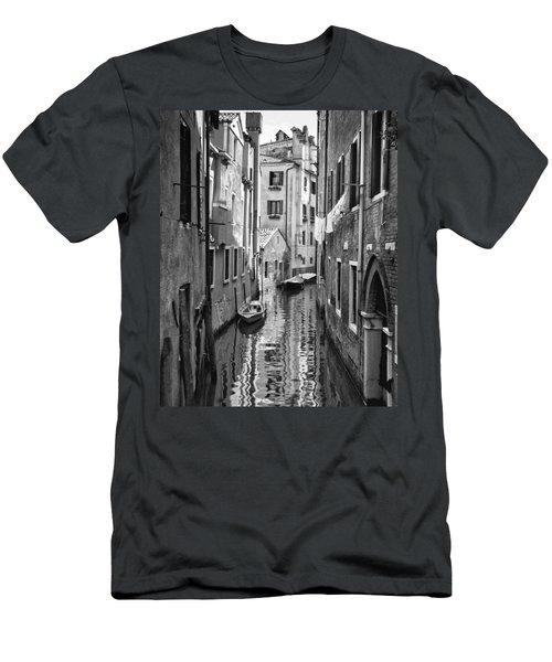 Venetian Alleyway Men's T-Shirt (Athletic Fit)