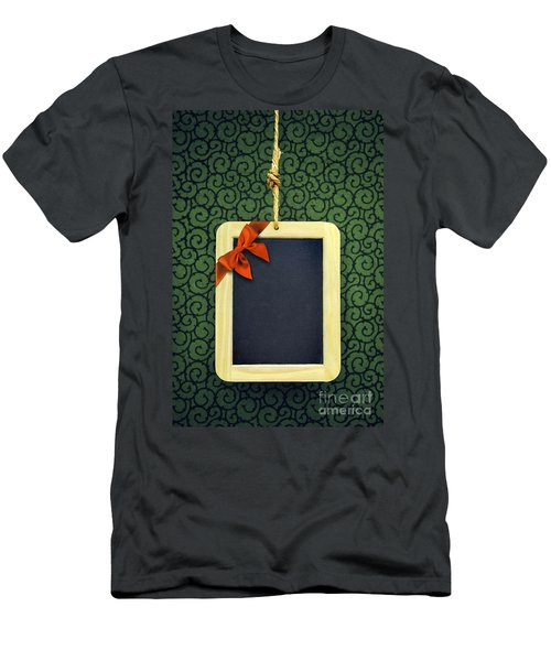 Hanged Xmas Slate - Bow  Men's T-Shirt (Athletic Fit)