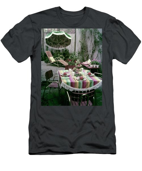 A Garden Set Up For Lunch Men's T-Shirt (Athletic Fit)