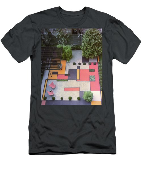 A Garden With Colourful Landscaping In Dr Men's T-Shirt (Athletic Fit)