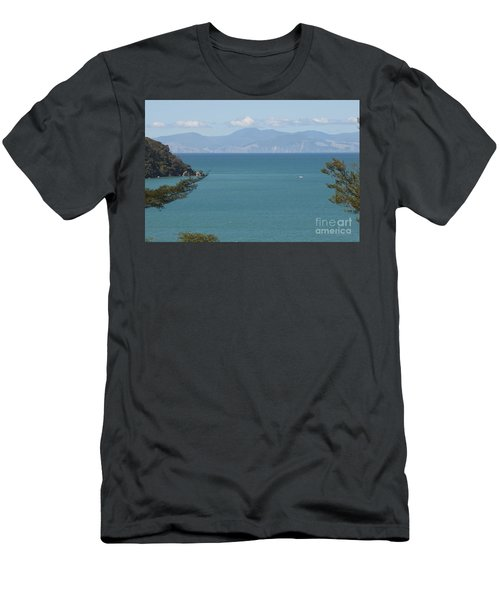 Abel Tasman Split Apple Bay New Zealand Men's T-Shirt (Athletic Fit)