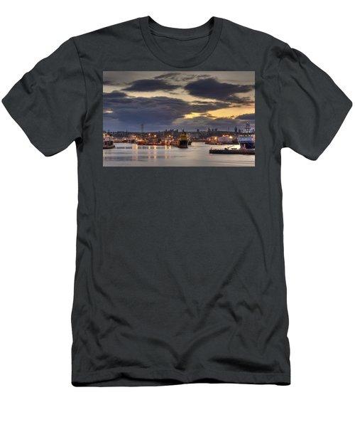Aberdeen Harbour At Dusk Men's T-Shirt (Athletic Fit)