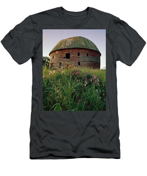 Arcadia Round Barn And Wildflowers Men's T-Shirt (Athletic Fit)