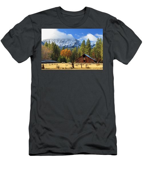 Autumn Barn At Thompson Peak Men's T-Shirt (Athletic Fit)