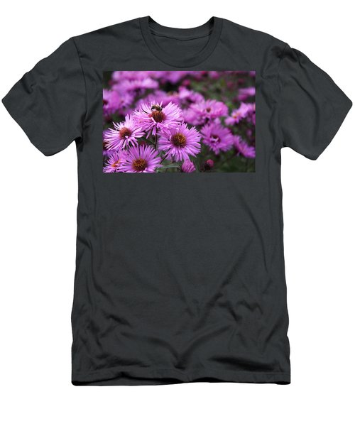 Men's T-Shirt (Athletic Fit) featuring the photograph Bee On A Daisy by Susan Leonard