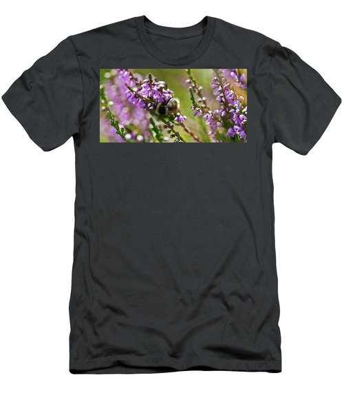 Bee On Heather Men's T-Shirt (Athletic Fit)