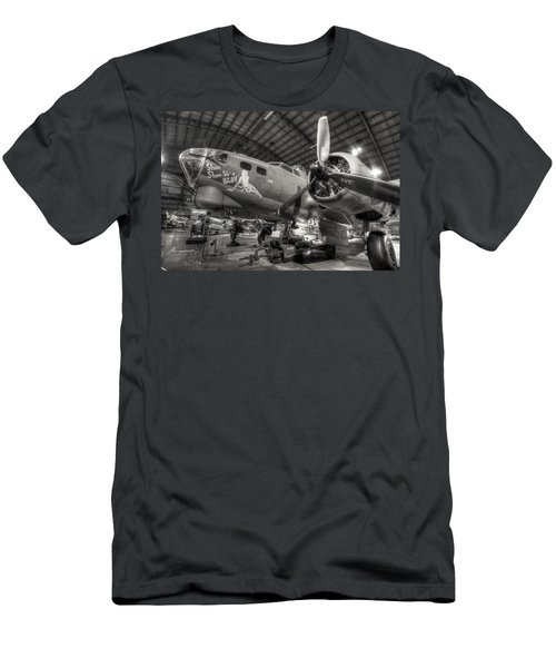 Boeing B-17 Bomber Men's T-Shirt (Athletic Fit)