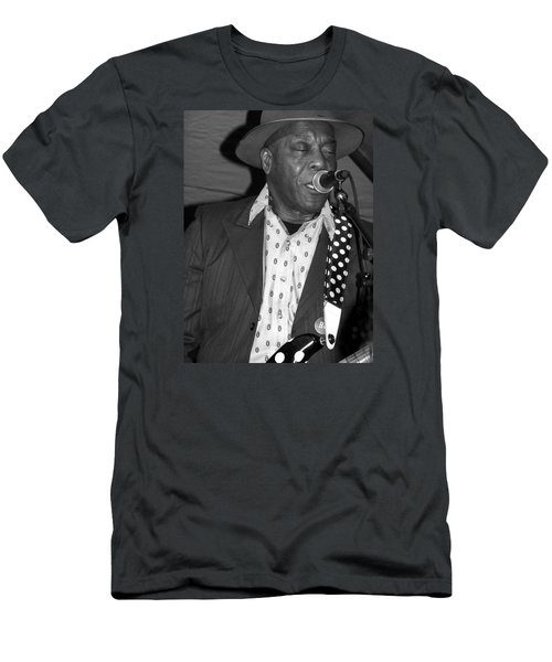 Buddy Guy Sings The Blues Men's T-Shirt (Athletic Fit)