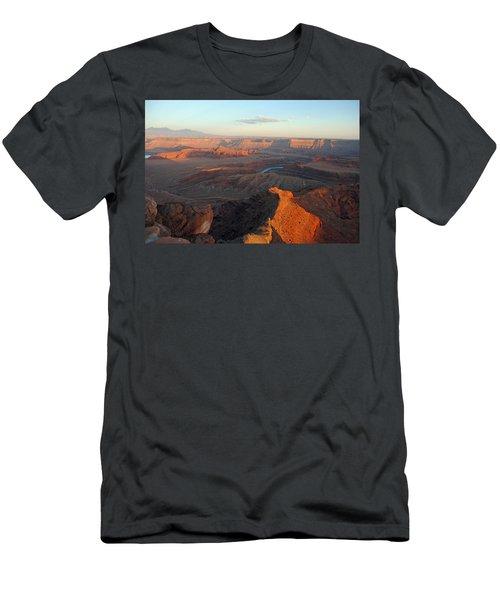 Canyonlands Np Dead Horse Point 21 Men's T-Shirt (Athletic Fit)