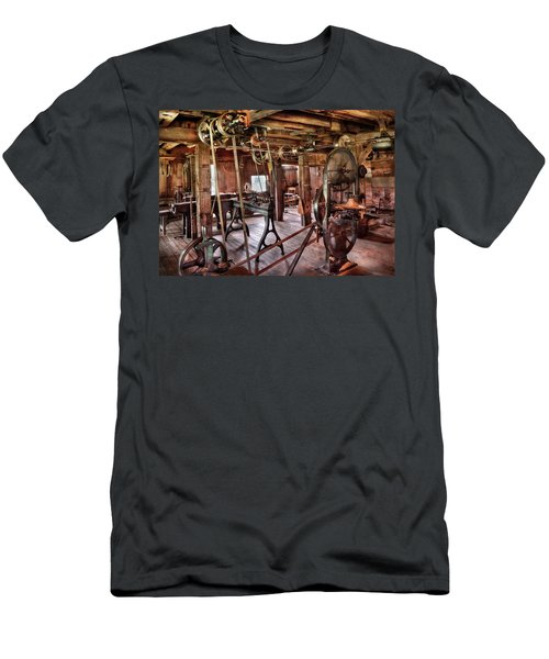 Carpenter - This Old Shop Men's T-Shirt (Athletic Fit)