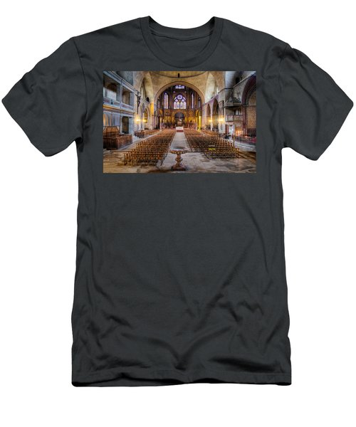 Cathedrale Saint-etienne Interior / Cahors Men's T-Shirt (Athletic Fit)