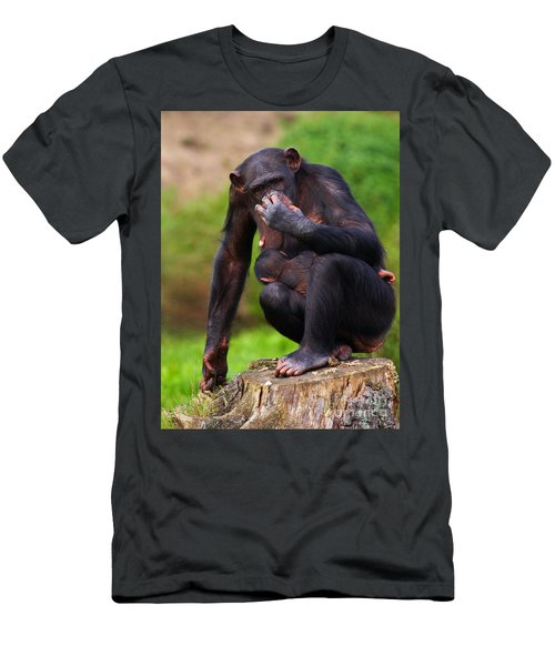 Chimp With A Baby On Her Belly  Men's T-Shirt (Athletic Fit)