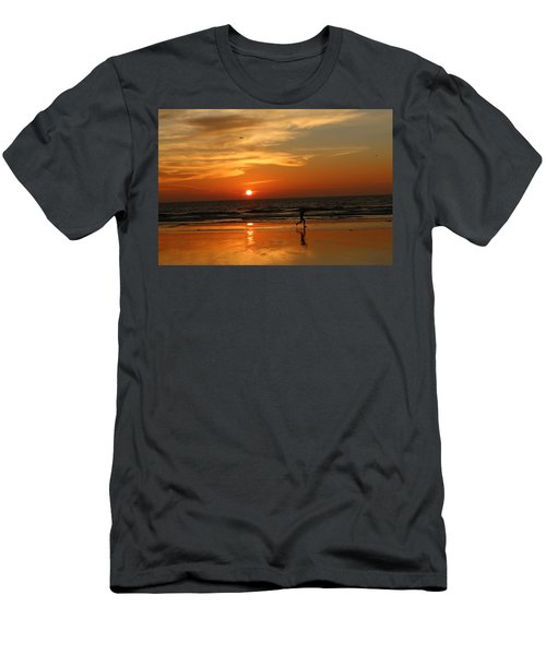 Clam Digging At Sunset - 3 Men's T-Shirt (Athletic Fit)
