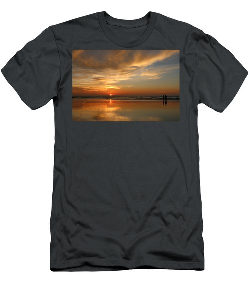 Clam Digging At Sunset - 4 Men's T-Shirt (Athletic Fit)