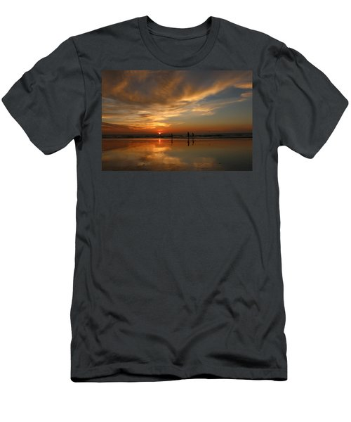 Clam Digging At Sunset -1  Men's T-Shirt (Athletic Fit)