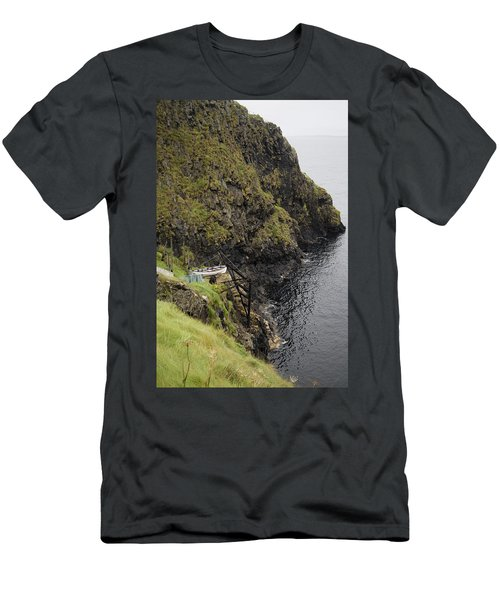 Cliffside Carrick-a-rede Northern Ireland Men's T-Shirt (Athletic Fit)