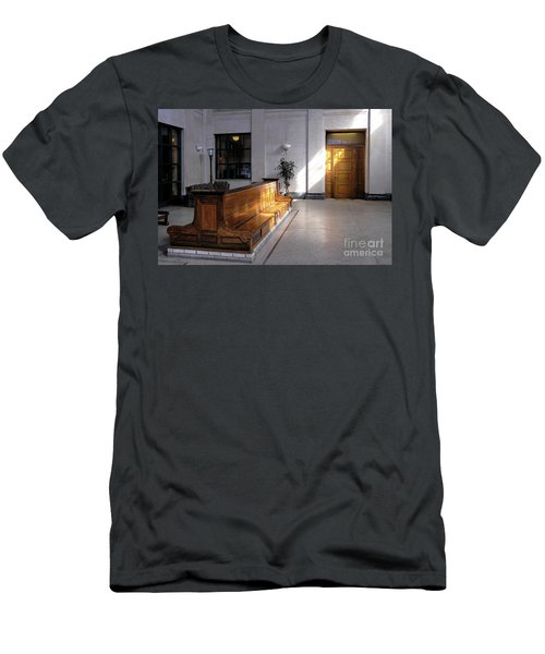 Closed Railroad Station - Johnstown Pa Men's T-Shirt (Athletic Fit)