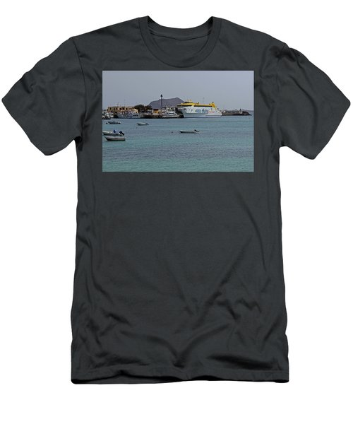 Corralejo Harbour Men's T-Shirt (Athletic Fit)