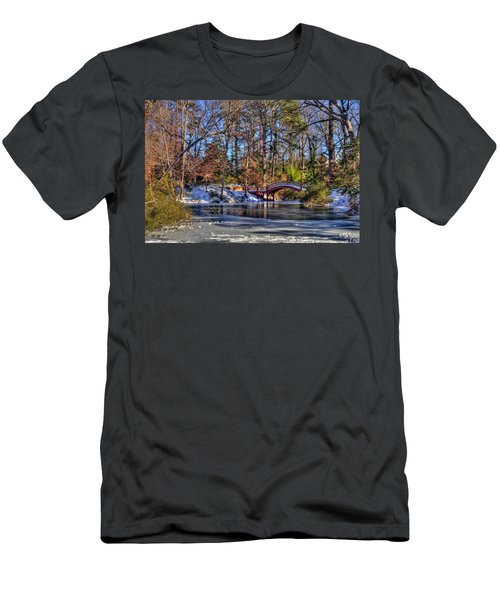 Crim Dell In Winter William And Mary Men's T-Shirt (Athletic Fit)
