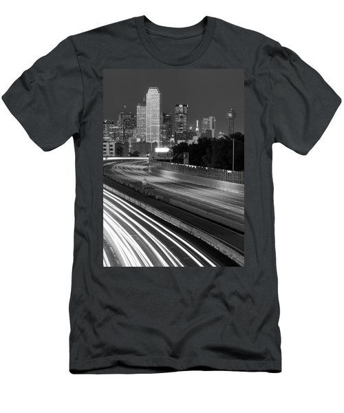 Dallas Arrival Bw Men's T-Shirt (Athletic Fit)