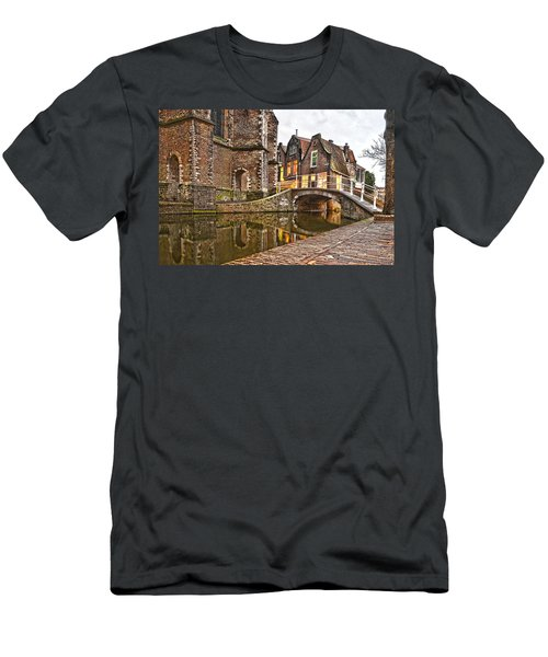 Delft Behind The Church Men's T-Shirt (Athletic Fit)