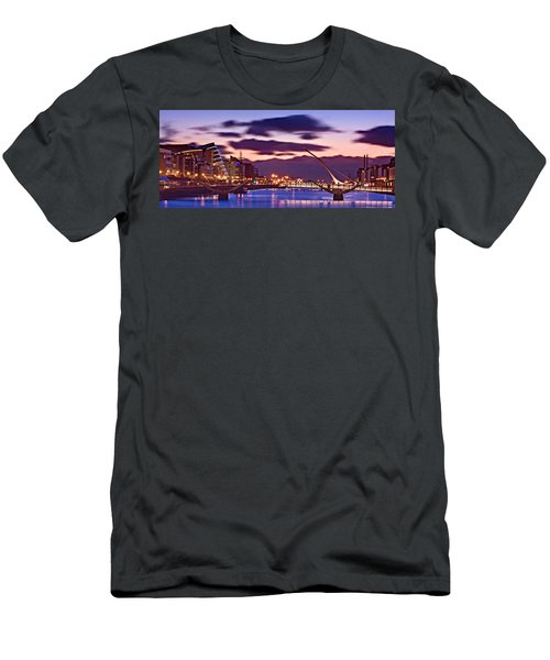 Dublin Docklands At Dawn / Dublin Men's T-Shirt (Athletic Fit)