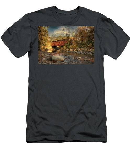 Everett Rd Summit County Ohio Covered Bridge Fall Men's T-Shirt (Athletic Fit)