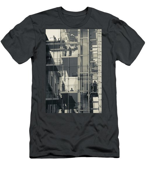 Exterior Elevators At A Museum, Museo Men's T-Shirt (Athletic Fit)