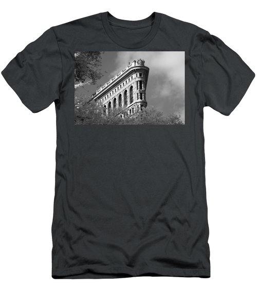 New York City - Flat Iron Prow Men's T-Shirt (Athletic Fit)