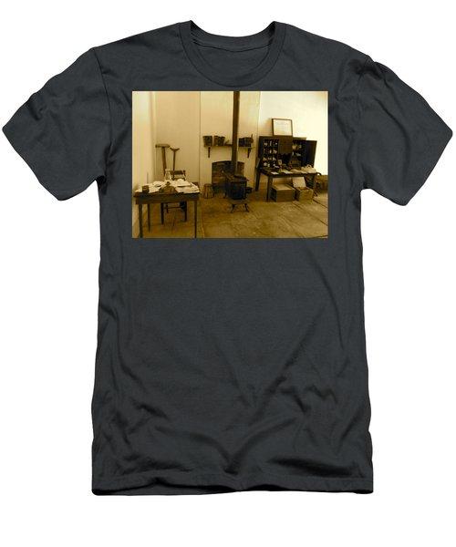 Fort Delaware General Office Men's T-Shirt (Athletic Fit)