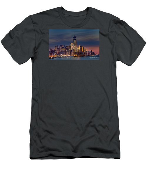 Freedom Tower Construction End Of 2013 Men's T-Shirt (Athletic Fit)