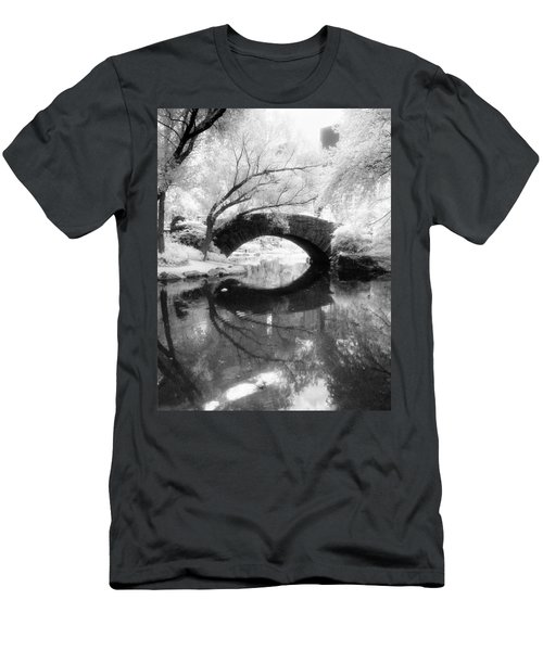 Central Park Photograph - Gapstow Bridge Vertical Men's T-Shirt (Athletic Fit)