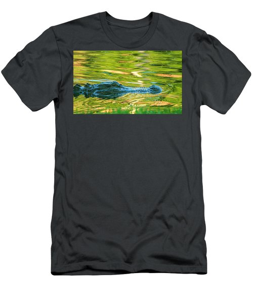 Gator In Pond Men's T-Shirt (Athletic Fit)